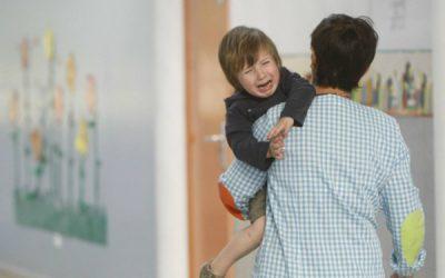 Mama, papa; no vull tornar a l'escola! / Mamá, papá; ¡no quiero volver al cole!